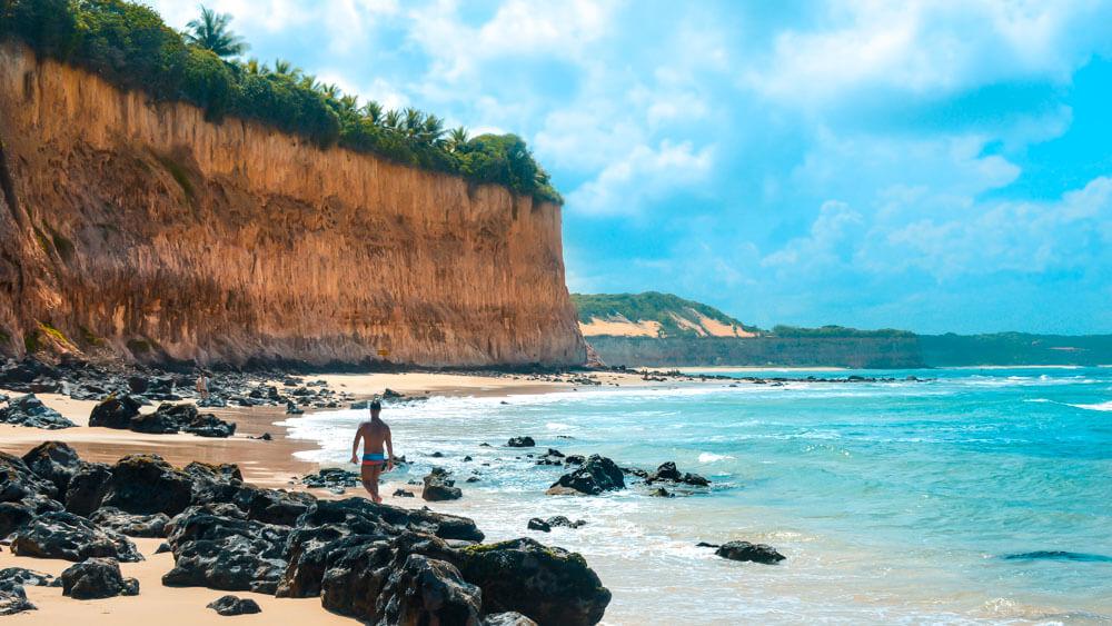 O que fazer em Pipa RN: Caminhada pelas Melhores Praias